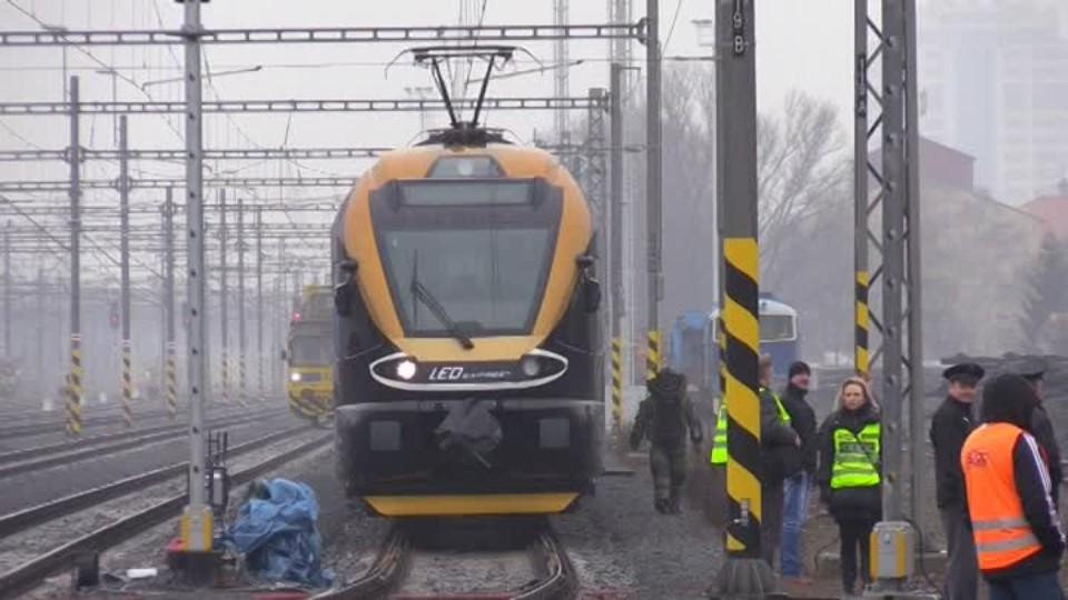 Anonym zastavil dopravu na tratích