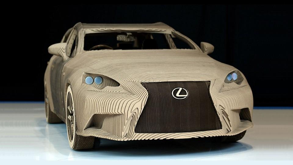 Lexus z kartonu