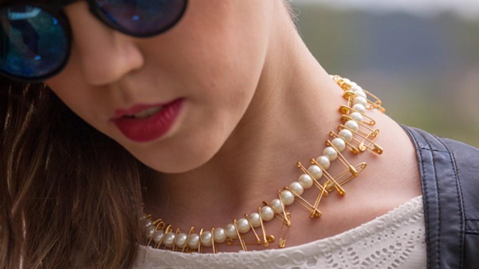 Vyrobte si sexy náhrdelník ze zavíracích špendlíků