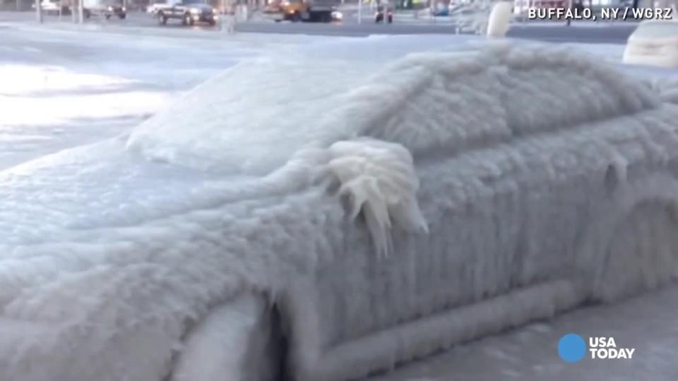 Takhle to dopadne, když parkujete u jezera a hodně mrzne