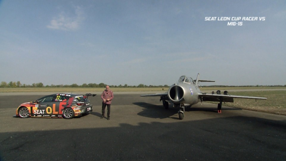 Seat Leon Cup Racer vs Mig 15 UTI