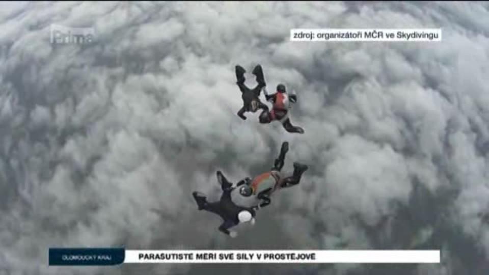 Parašutisté měří své síly v Prostějově