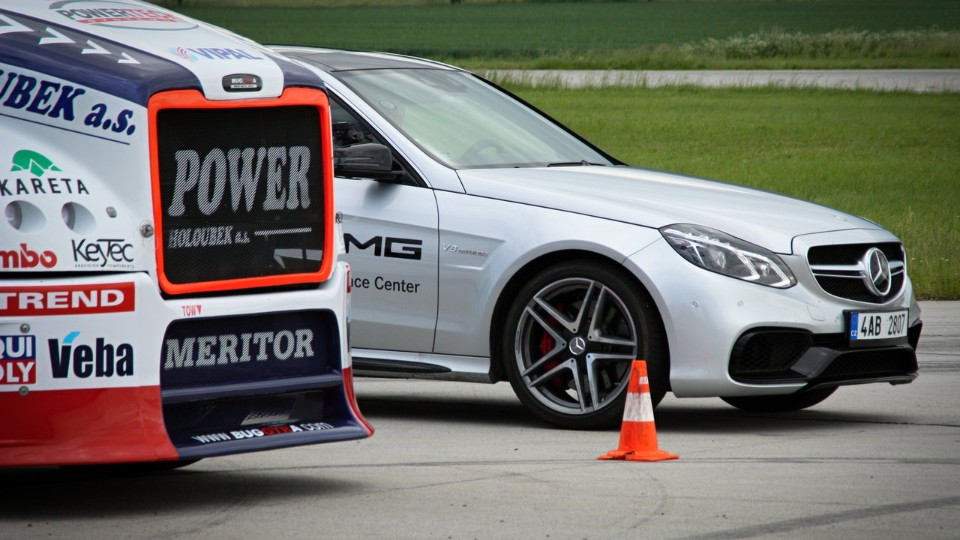 Mercedes-Benz E63 AMG 4Matic S vs. BuggyraBig boy I