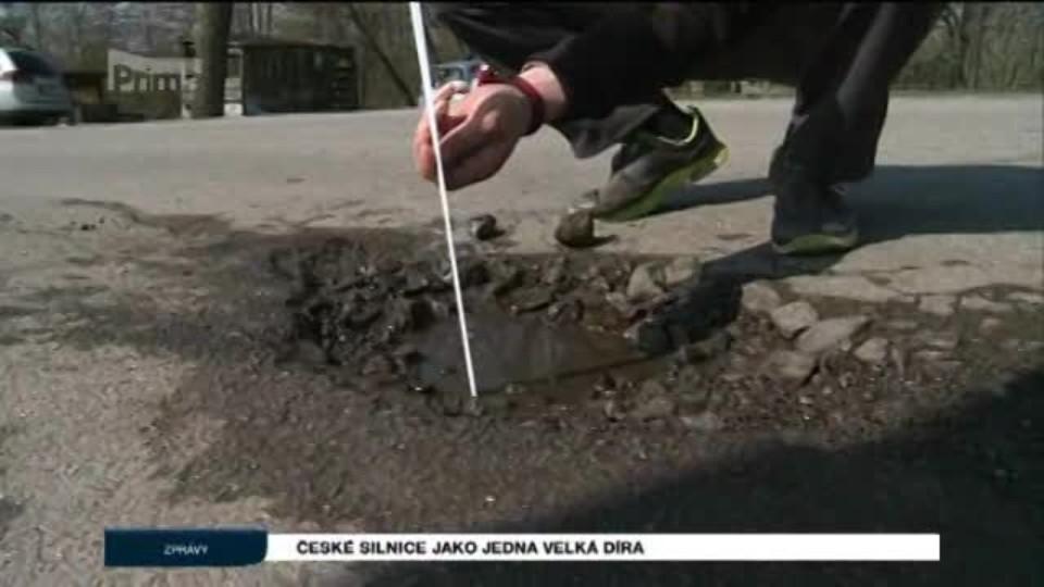 České silnice jako jedna velká díra