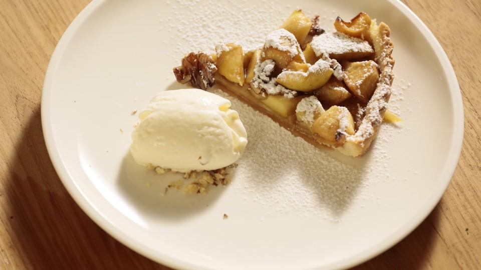Jablečný koláč se zmrzlinou