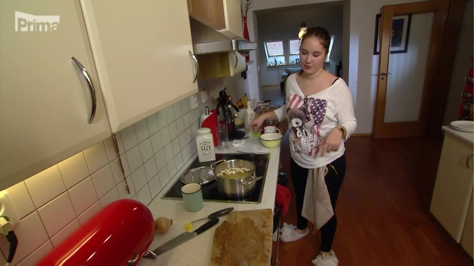 Prostřeno! - Verča vaří polévku s ponožkou!