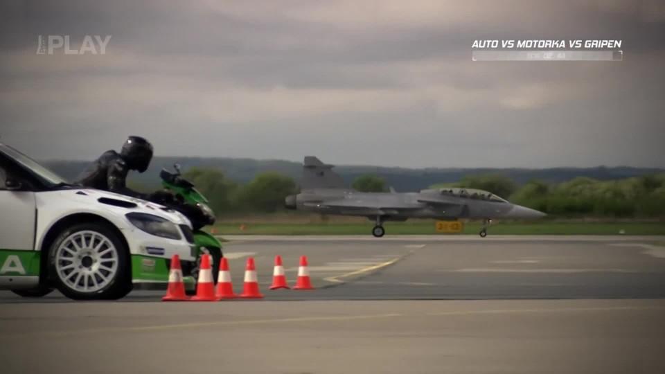 Auto vs. motorka vs. Gripen II.