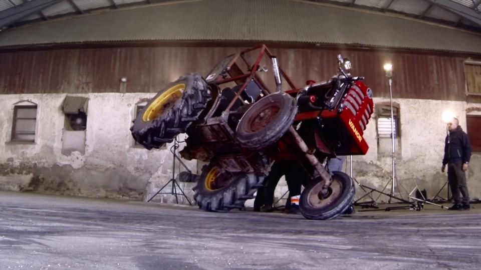 Driftovací traktor