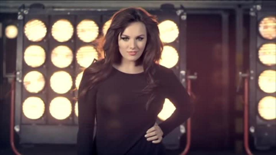 TOP STAR 18.2.2016 - Ewa Farna - Boky jako skříň
