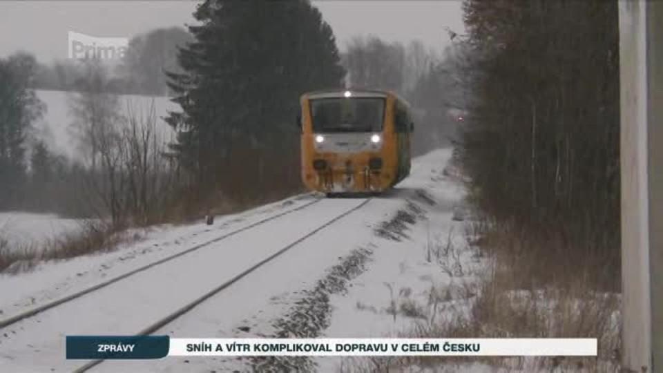 Sníh a vítr komplikoval dopravu v celém Česku