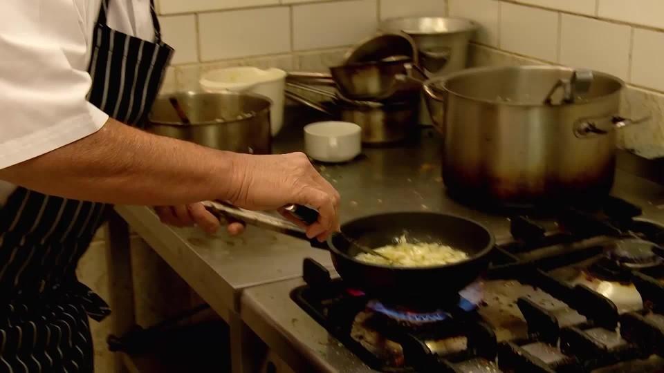 Ano, šéfe! VII (7): Šéf se učí vařit