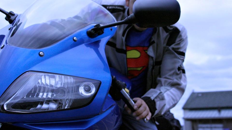 Motorkář superman