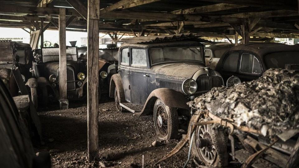Nález aut na francouzské farmě