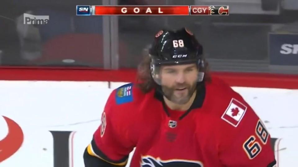 10. 11. 2017 TOP STAR: Jaromír Jágr dal ve čtvrtek v dresu Calgary Flames svůj první gól a dočkal se zasloužených ovací
