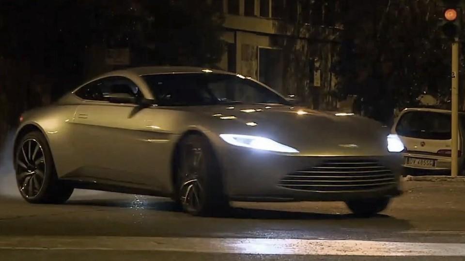Aston Martin DB10 v bondovce