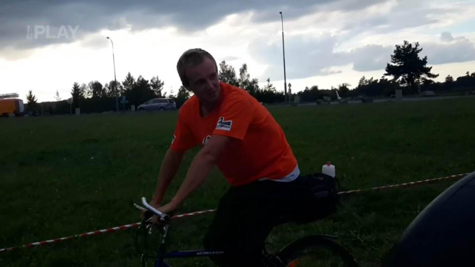 Rozcvička trosečníků na kole s kolem!