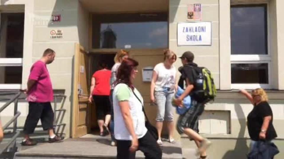 Na český autobus se školáky střílel neznámý útočník