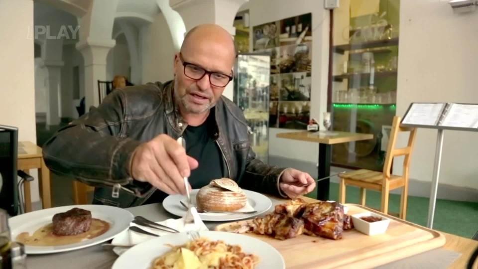 Ano, šéfe! VI (1) - Sametová restaurace / Praha 1