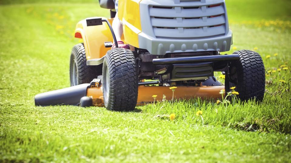 Prima Rádce - Povinné ručení na zahradní traktůrky bude asi sezónní