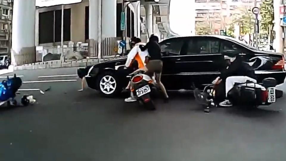 Nehoda motorek