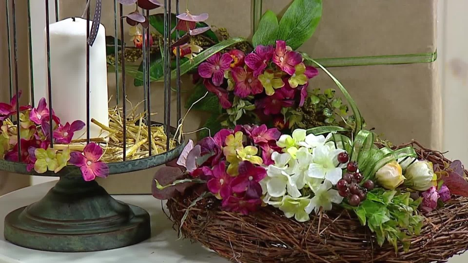 Aranžmá z růží a hortenzií