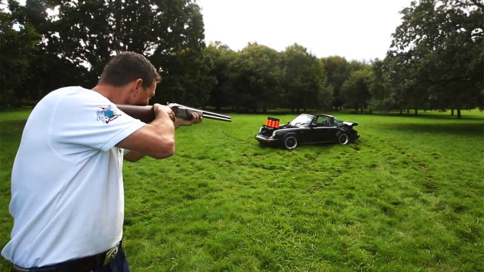 Střílení holubů z Porsche Targa