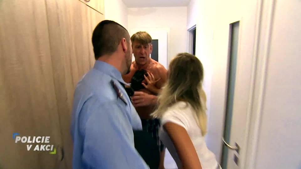 Zuřící otčím - Policie v akci
