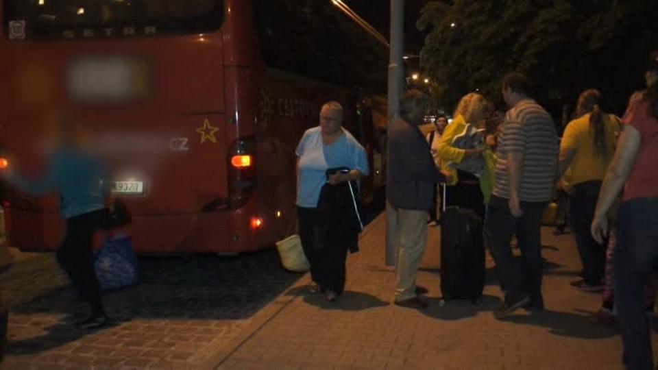 Rozstřílený český autobus je zpátky v Česku