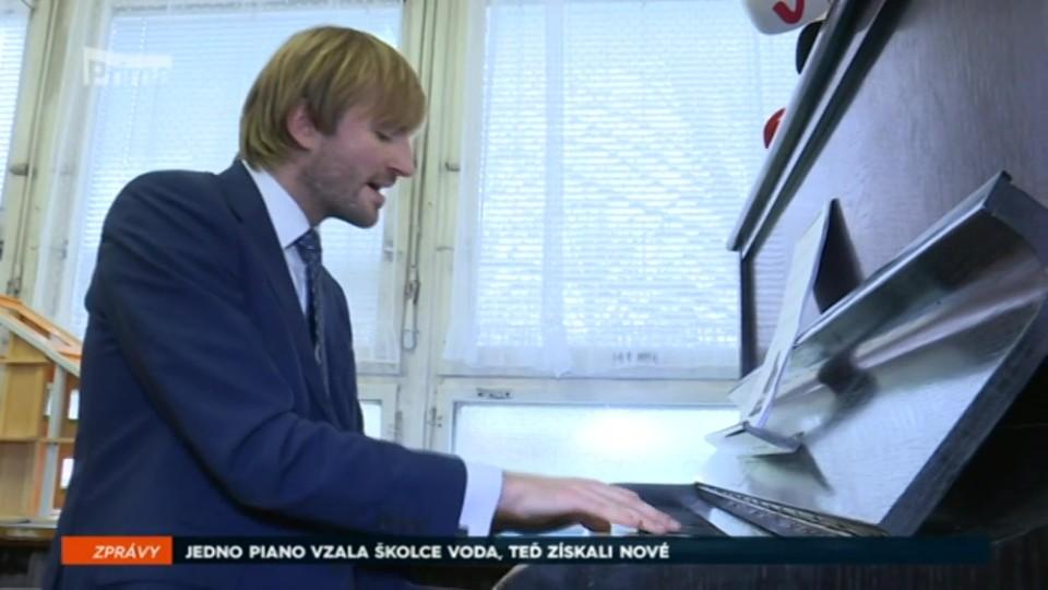 09. 02. 2018 ZPRÁVY: JEDNO PIANO VZALA ŠKOLCE VODA, TEĎ ZÍSKALI NOVÉ