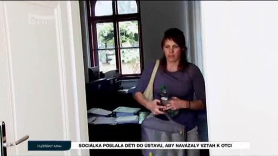Sociálka poslala děti do ústavu, aby navázaly vztah k otci