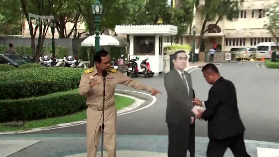 Thajský premiér stylově opustil tiskovou konferenci (AP)