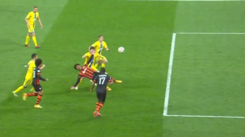 Penalta - Luiz Adriano 58 (5.11.2014)