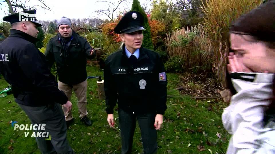 Žena s motorovou pilou - Policie v akci