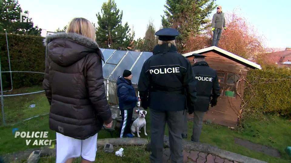 Zloděj volá o pomoc - Policie v akci