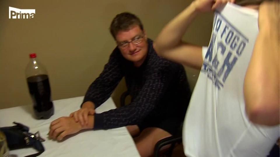Hledá se táta a máma (6) - Petra dělá erotickou masáž