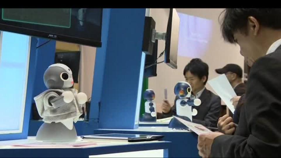 SVĚT: Robot telefon