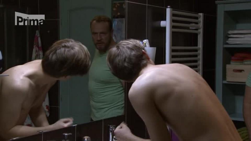 Přístav II (19) – Filip načapal Martina v koupelně
